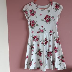 Girls white Floral dress size 14... Barely worn 🤗
